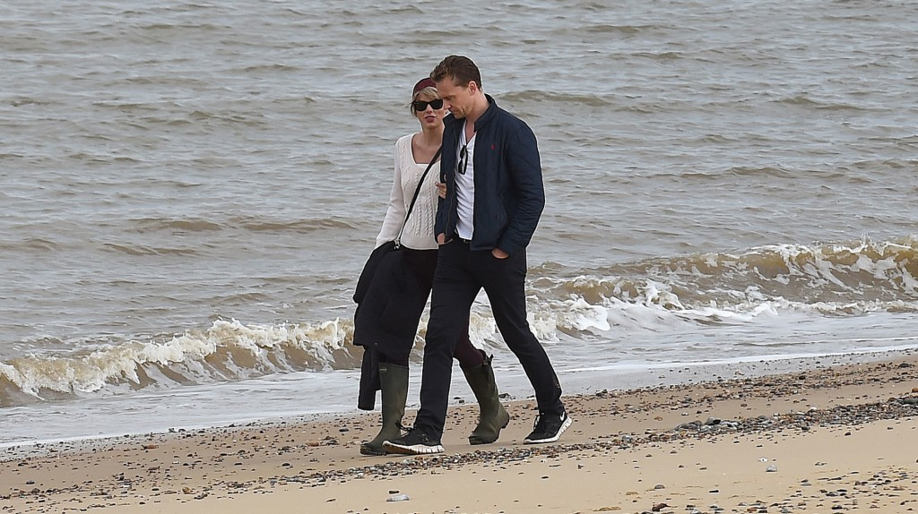 tom-hiddleston-wears-his-love-for-taylor-swift-on-his-sleeve-and-chest
