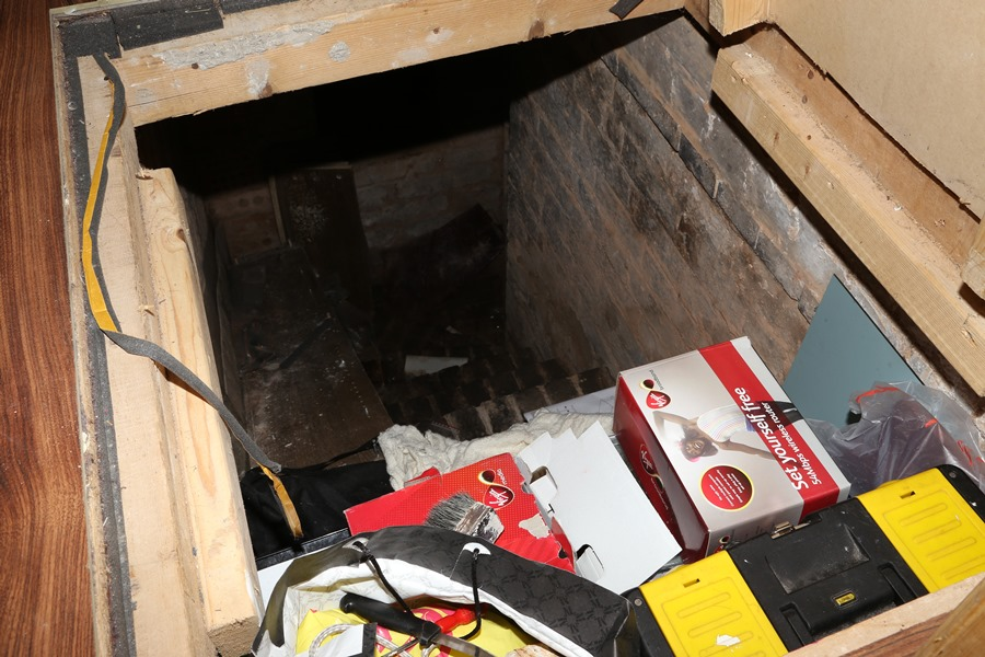 A hidden staircase, underneath the small storage compartment – Source: Imgur/ demc7
