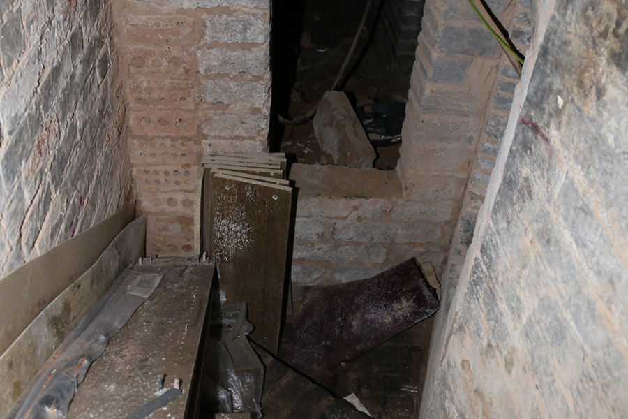 The hidden staircase leads into a dungeon – Source: Imgur/ demc7